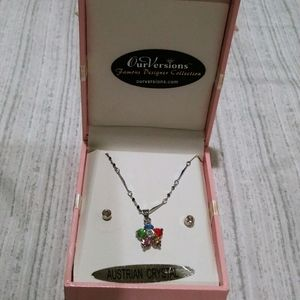 Knecklace with diamond stud earrings